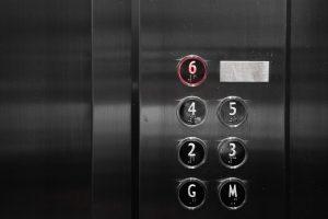 Aufzugstafel - Aufzugsnotruf und Befreiung